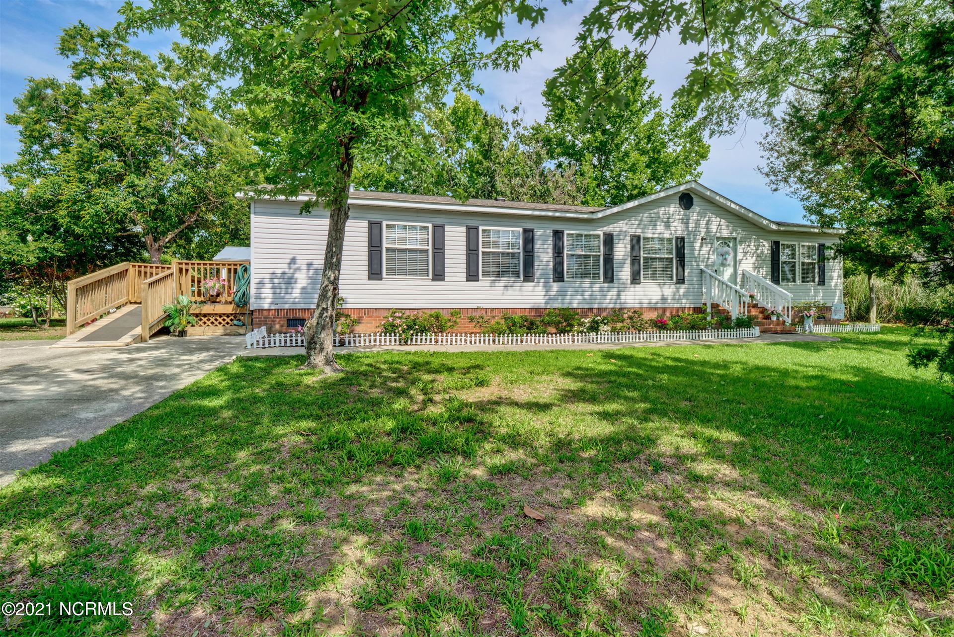 Photo for 528 Soundside Drive, Wilmington, NC 28412 (MLS # 100275811)