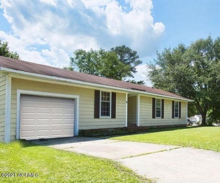 Photo of 4 Lakewood Court, Jacksonville, NC 28546 (MLS # 100277873)