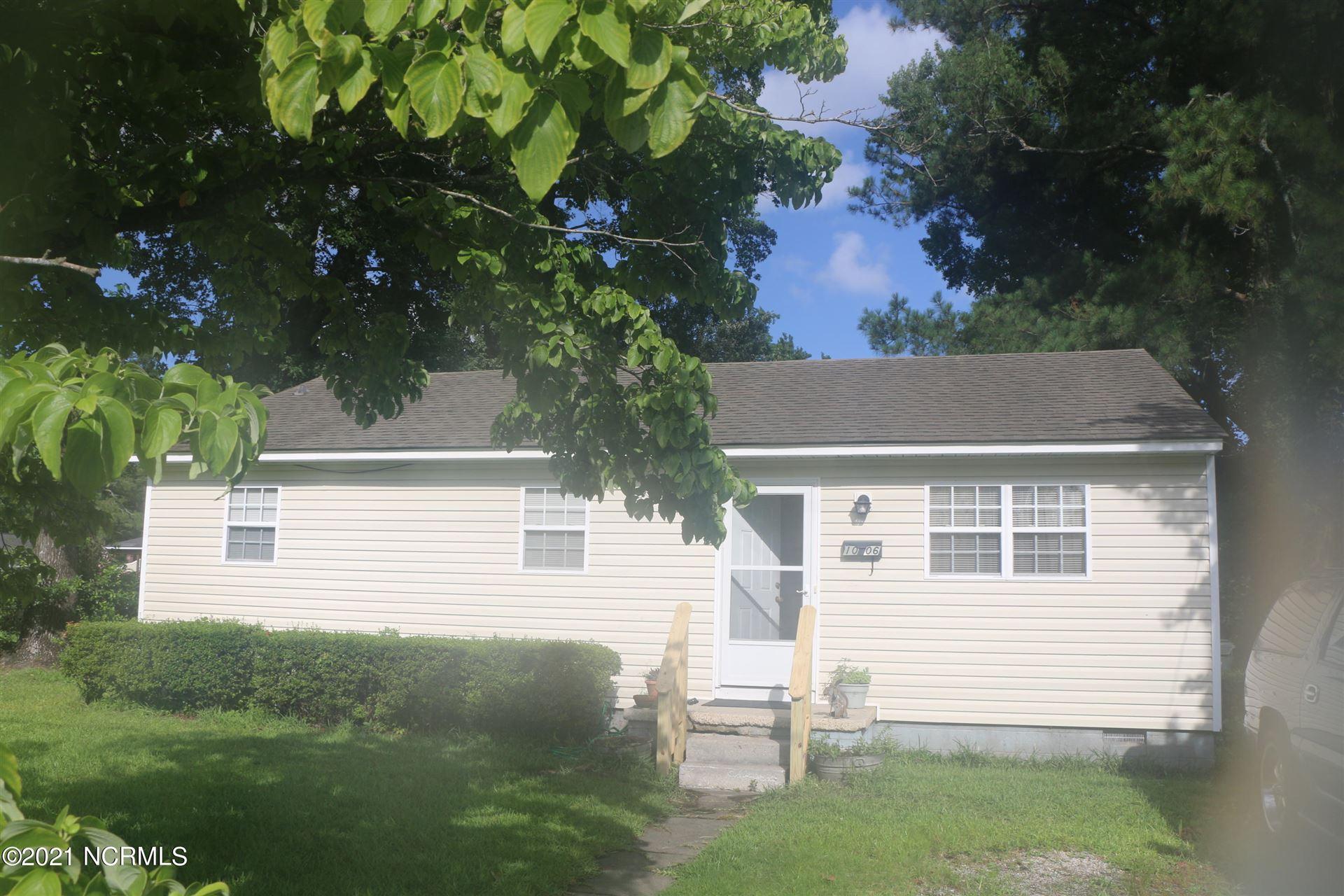 Photo of 1006 Simmons Street, New Bern, NC 28560 (MLS # 100280874)