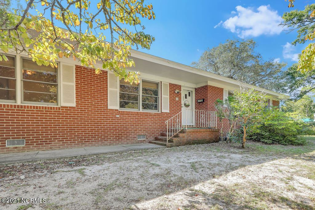 Photo of 403 W St George Street, Southport, NC 28461 (MLS # 100295877)