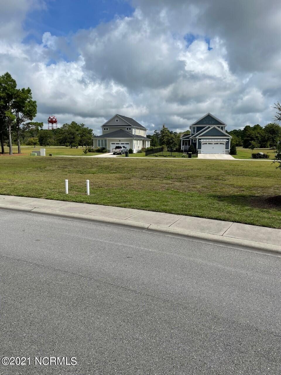 Photo of 303 Cannonsgate Drive, Newport, NC 28570 (MLS # 100284907)