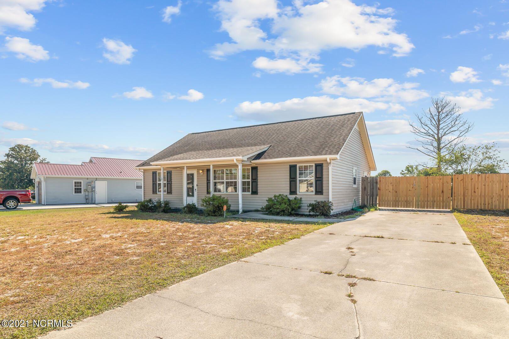 Photo of 116 Dayrell Drive, Hubert, NC 28539 (MLS # 100289909)