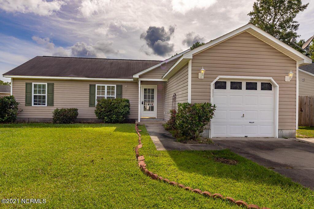 Photo of 105 Oakley Drive, New Bern, NC 28560 (MLS # 100286929)