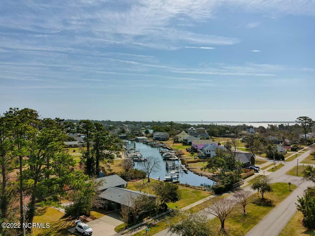 Photo of 111 Mansfield Parkway, Morehead City, NC 28557 (MLS # 100285946)