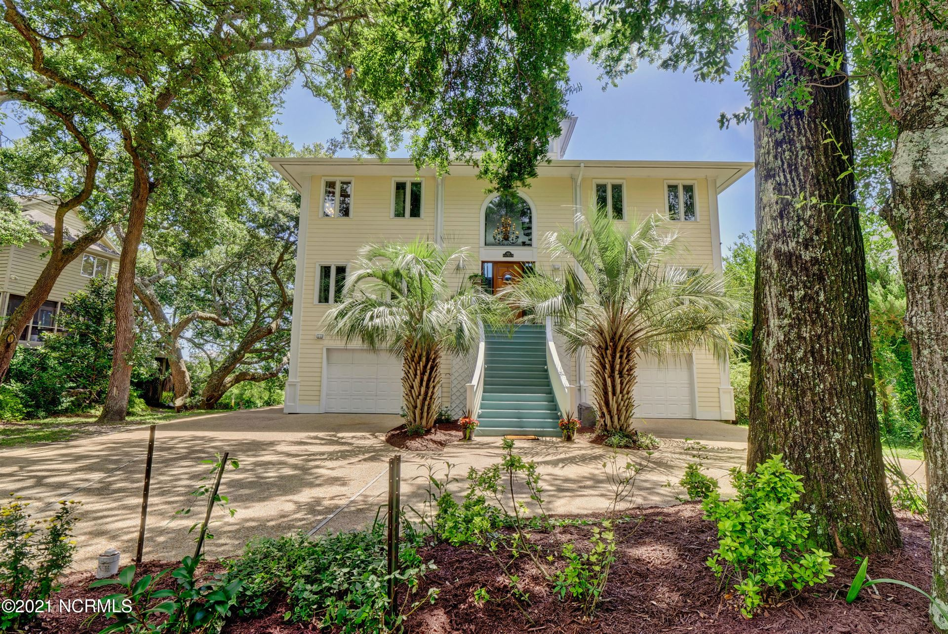 Photo for 1616 Southeast Harbor Drive, Wilmington, NC 28409 (MLS # 100278990)