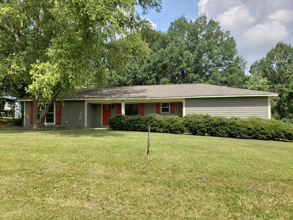 Photo for 315 Hickory Ln, BATESVILLE, MS 38606 (MLS # 140030)