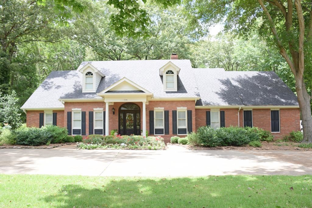 Photo for 108 Woodland Hills Drive, OXFORD, MS 38655-9700 (MLS # 140928)