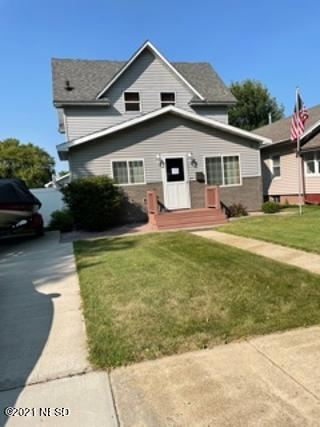 Photo of 1013 2ND AVENUE SE, Watertown, SD 57201 (MLS # 20-8289)