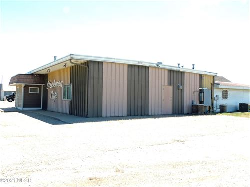 Photo of 825 10TH STREET NW, Watertown, SD 57201 (MLS # 33-1703)