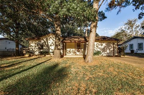 Photo of 1009 Collin Drive, Euless, TX 76039 (MLS # 14686002)