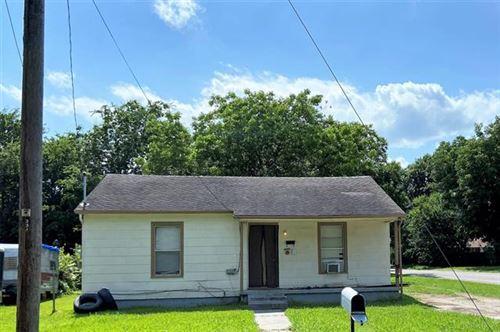 Photo of 331 N Howeth Street, Gainesville, TX 76240 (MLS # 14623011)