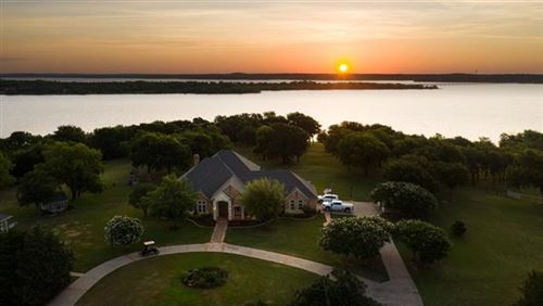 Photo of 208 Highpoint Circle, Valley View, TX 76272 (MLS # 14370020)
