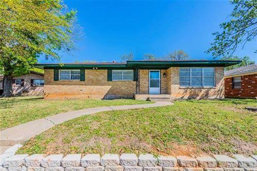 Photo of 903 Seymore Circle, Denison, TX 75020 (MLS # 14553024)