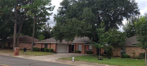 Photo of 2724 Margaret Drive, Arlington, TX 76012 (MLS # 14688027)