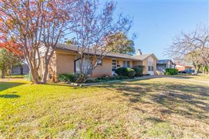 Photo of 400 Westwood Drive, Euless, TX 76039 (MLS # 14229032)