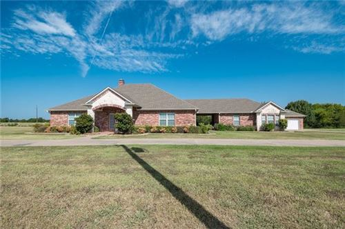 Photo of 301 Whippoorwill Drive, Wills Point, TX 75169 (MLS # 14170033)