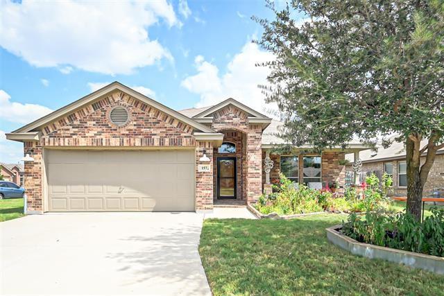157 Spring Hollow Drive, Saginaw, TX 76131 - #: 14673040