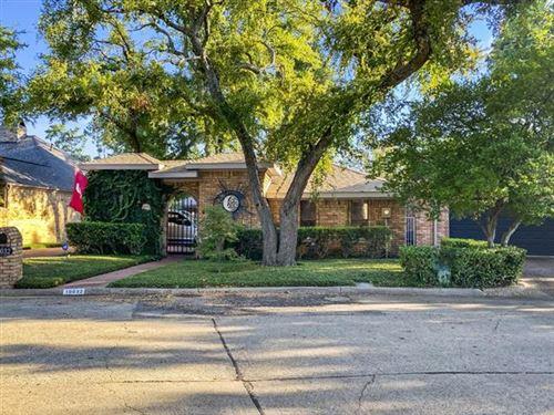 Photo of 16032 Chalfont Circle, Dallas, TX 75248 (MLS # 14698042)