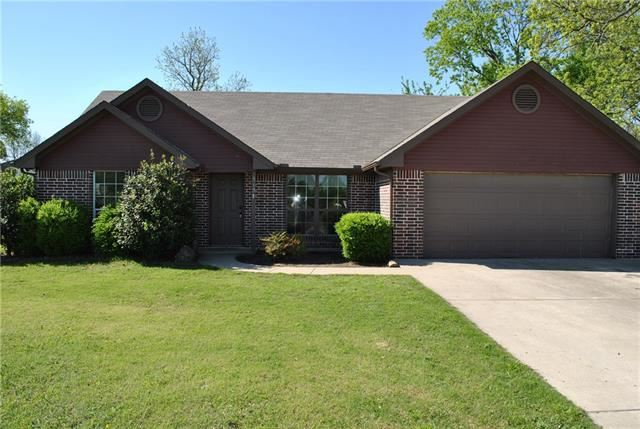 Photo for 515 E Liberty Street, Pilot Point, TX 76258 (MLS # 13817048)