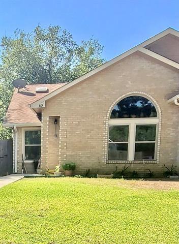 804 Hillbrooke Drive, Arlington, TX 76001 - #: 14637056