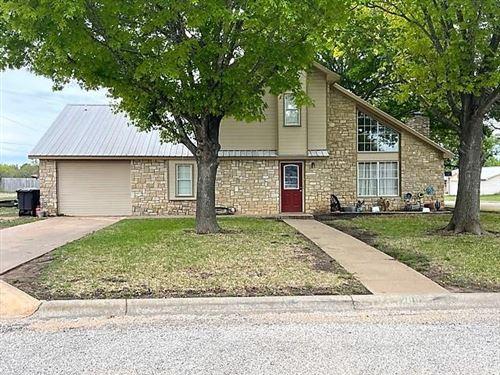 Photo of 200 Lackey Street, Brady, TX 76825 (MLS # 14559065)