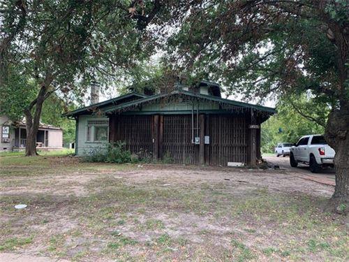 Photo of 1825 Walnut Street, Greenville, TX 75401 (MLS # 14672070)