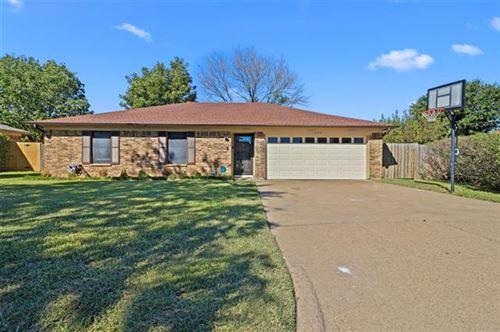 Photo of 1103 Twin Cedar Court, Arlington, TX 76018 (MLS # 14694090)