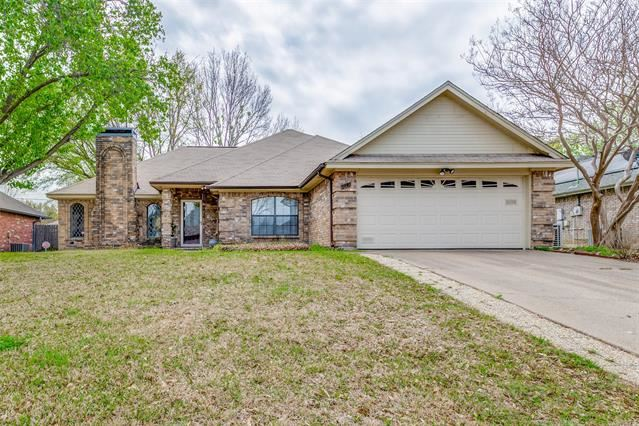 212 Timber Creek Drive, Burleson, TX 76028 - #: 14543091