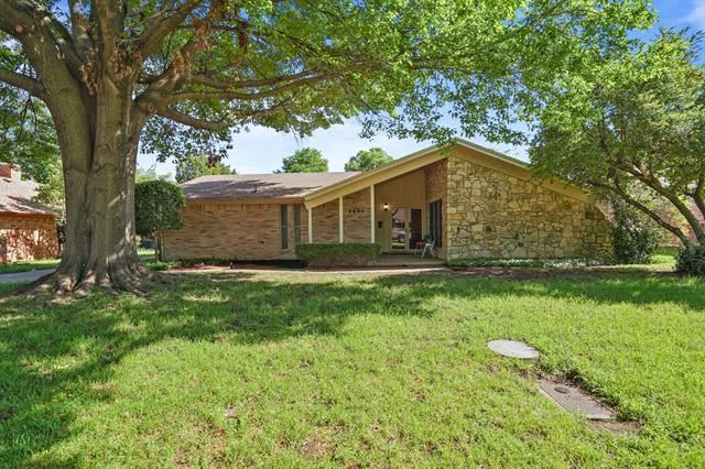 5004 Fall River Drive, Fort Worth, TX 76103 - #: 14323093