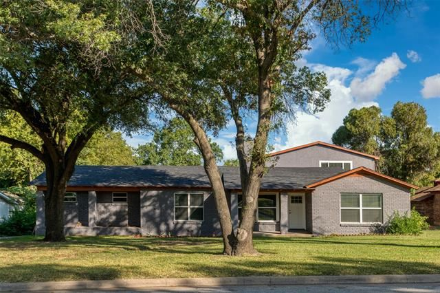 2221 Timberline Drive, Fort Worth, TX 76119 - #: 14625115
