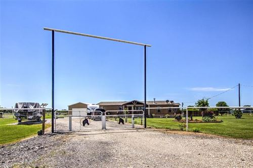 Photo of 737 County Road 3505, Quinlan, TX 75474 (MLS # 14337130)