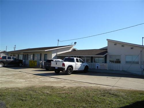 Photo of 1205 E Quinlan Parkway, Quinlan, TX 75474 (MLS # 14639177)