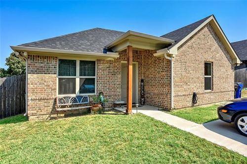 Photo of 409 E Maple Row, Denison, TX 75021 (MLS # 14670182)