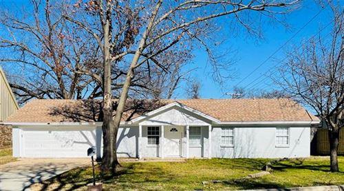 Photo of 521 Merrill Drive, Bedford, TX 76022 (MLS # 14490185)