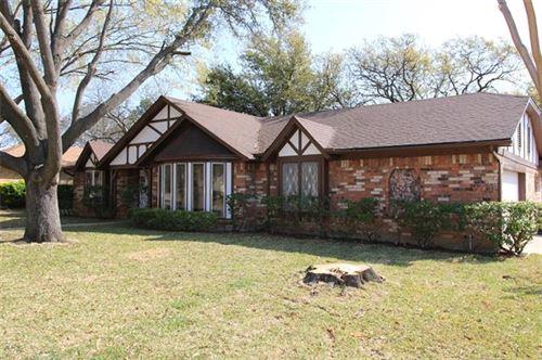 Photo of 3015 Bramble Oaks Court, Bedford, TX 76021 (MLS # 14494193)