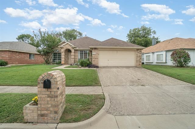 2306 Wilmette Drive, Arlington, TX 76018 - #: 14441193