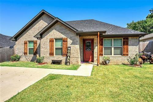 Photo of 415 E Maple Row, Denison, TX 75021 (MLS # 14670194)
