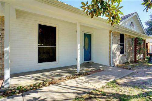 Photo of 208 Cedar Street, Weatherford, TX 76086 (MLS # 14456200)