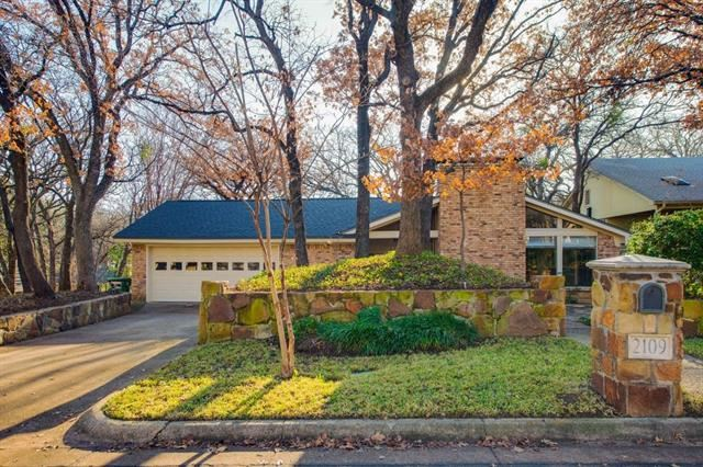 2109 Valleydale Drive, Arlington, TX 76013 - #: 14242205