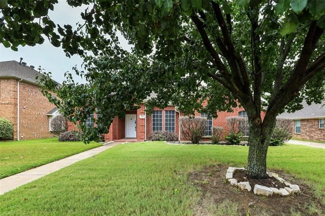 812 Flagstone Drive, Burleson, TX 76028 - #: 14654208