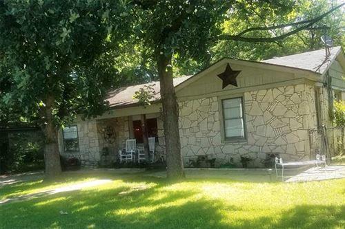Photo of 318 N Hannaford Street, Granbury, TX 76048 (MLS # 14444226)