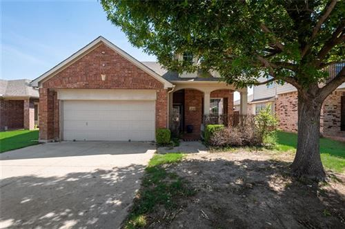 Photo of 10724 Kittering Trail, Fort Worth, TX 76052 (MLS # 14608230)