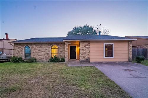 Photo of 10007 Deer Hollow Drive, Dallas, TX 75249 (MLS # 14698243)