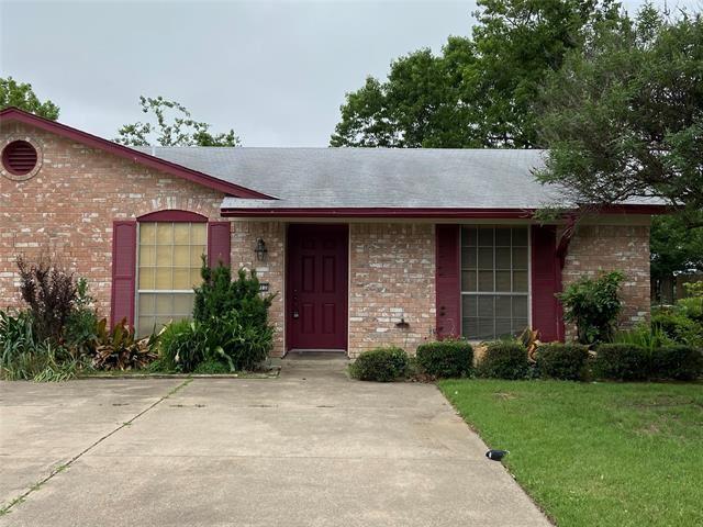 1012 Pleasant Valley Lane, Arlington, TX 76015 - #: 14576256