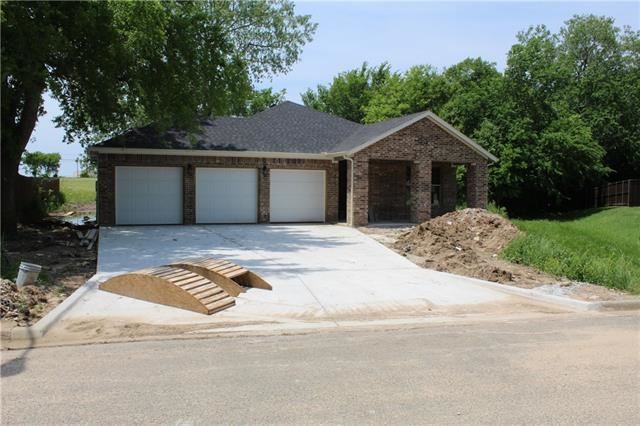Photo for 1700 Fairway Dr, Sherman, TX 75090 (MLS # 14014265)