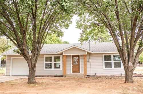 Photo of 213 E Woodland Street, Collinsville, TX 76233 (MLS # 14458309)