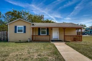 Photo of 408 Washington Street, Grapevine, TX 76051 (MLS # 14694319)