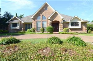 Photo of 2302 Highlands Creek Road, Carrollton, TX 75007 (MLS # 14137324)
