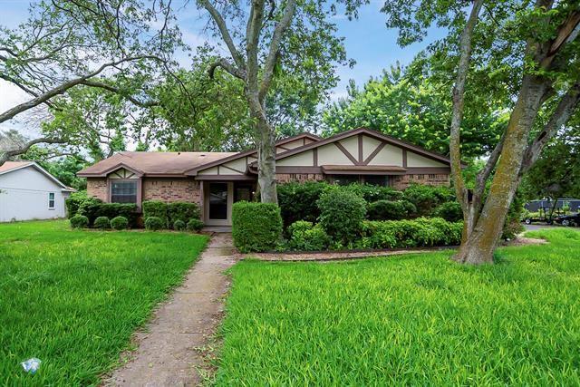 1300 Tobie Layne Street, Benbrook, TX 76126 - #: 14598325