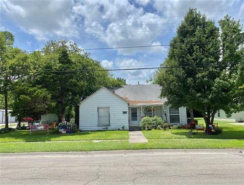 Photo of 819 S Wine Street, Gainesville, TX 76240 (MLS # 14628327)
